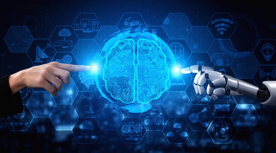 Recherche & developpement en intelligence artificielle - main humaine et main de robot pointant un cerveau d'ordinateur